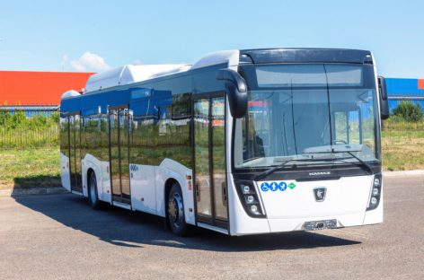 Sankt-Peterburgui – dujiniai autobusai