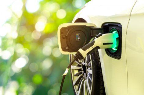 Kelionė elektromobiliu po Europą: kas naudinga važiuojant per Lenkiją ir kas padės sutaupyti