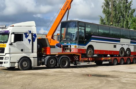 Joniškio autobusų parkas atsisveikino su senais autobusais