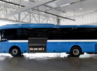 """""""Irizar"""" pristatė suskystintomis gamtinėmis dujomis (LNG) varomą tarpmiesčio vežimams skirtą autobusą"""